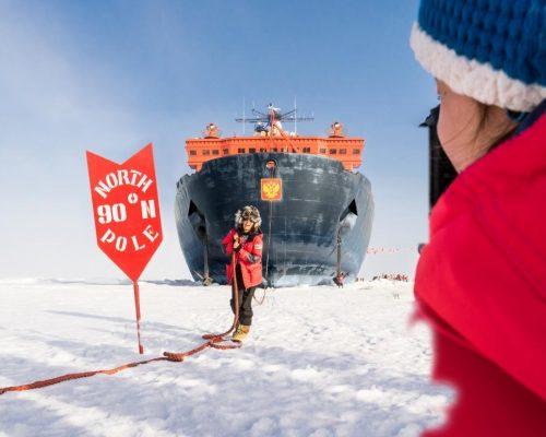 """Am Nordpol mit der """"50. Let Pobedy"""": 4000 Meter Wasser unterm Kiel, zweieinhalb Meter Eis unterm sieben Tonnen schweren Anker"""